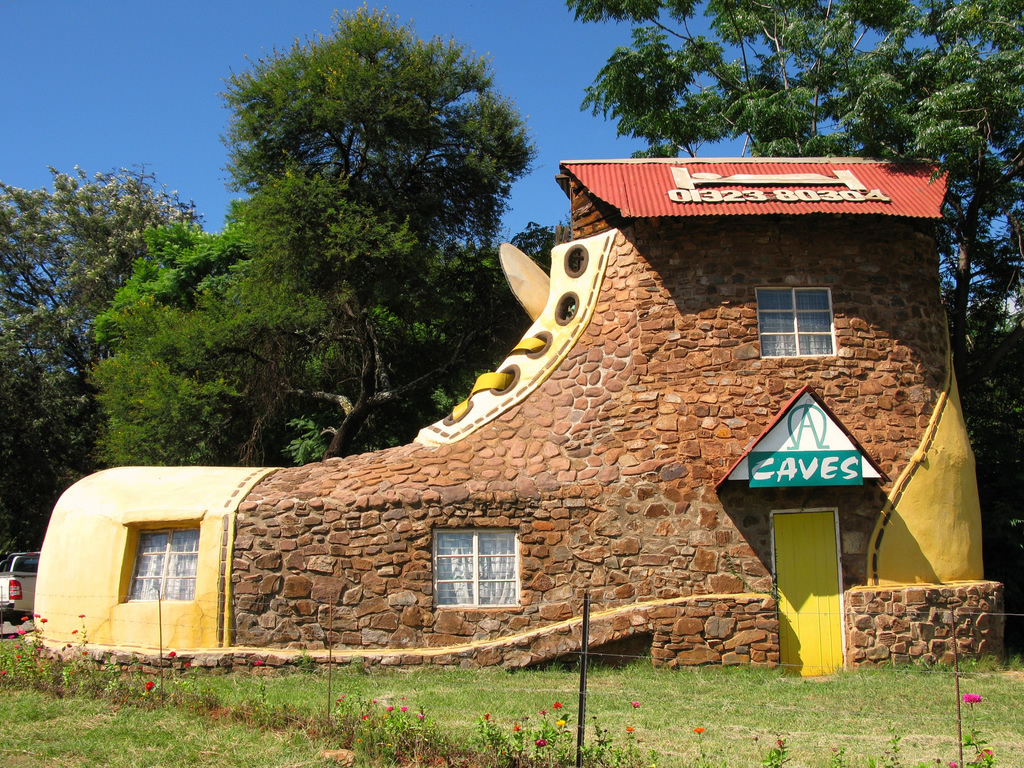 Shoe house mpumalanga south africa photo gallery for Sa old house music